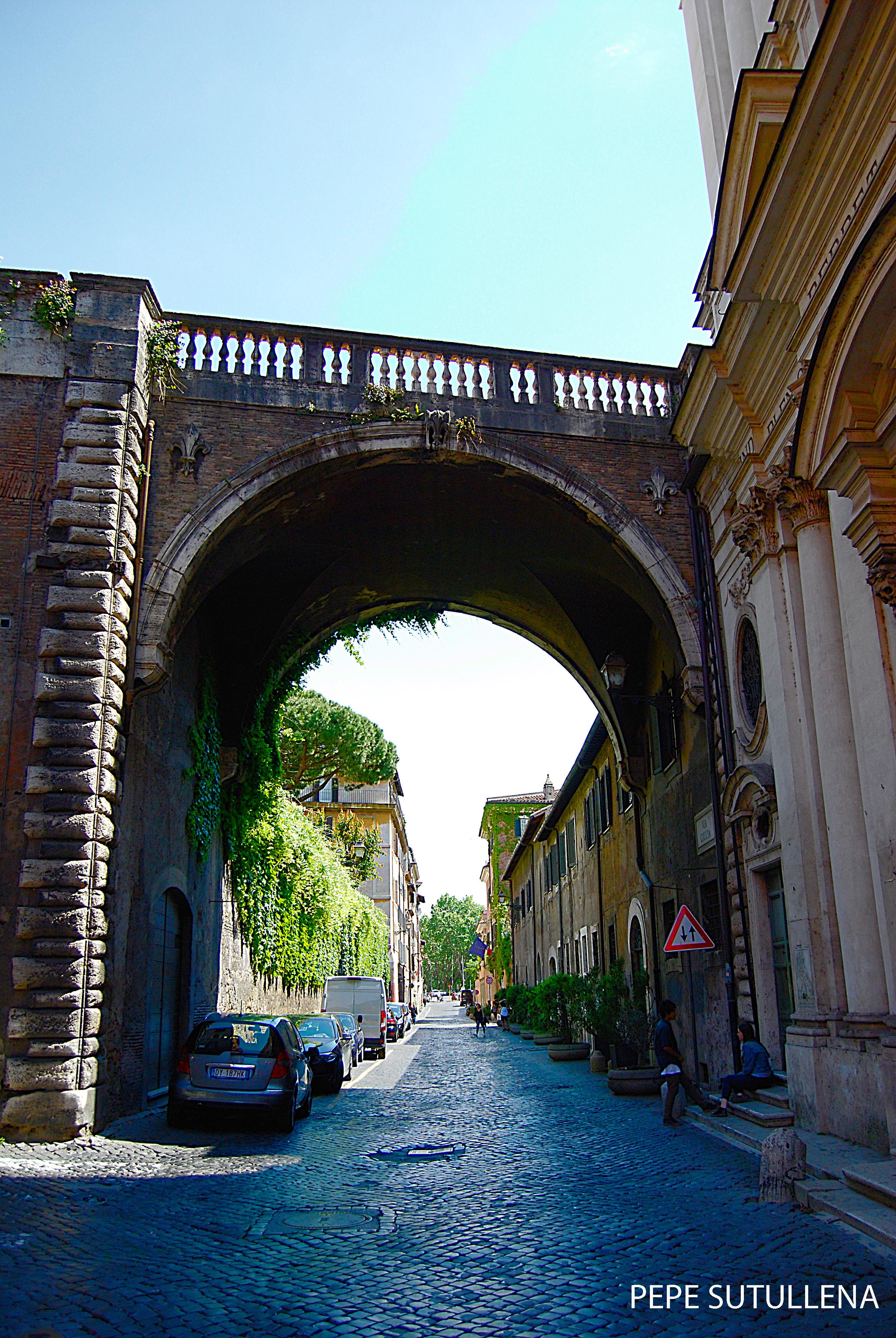Arco Farnese, el inicio de Via Giulia