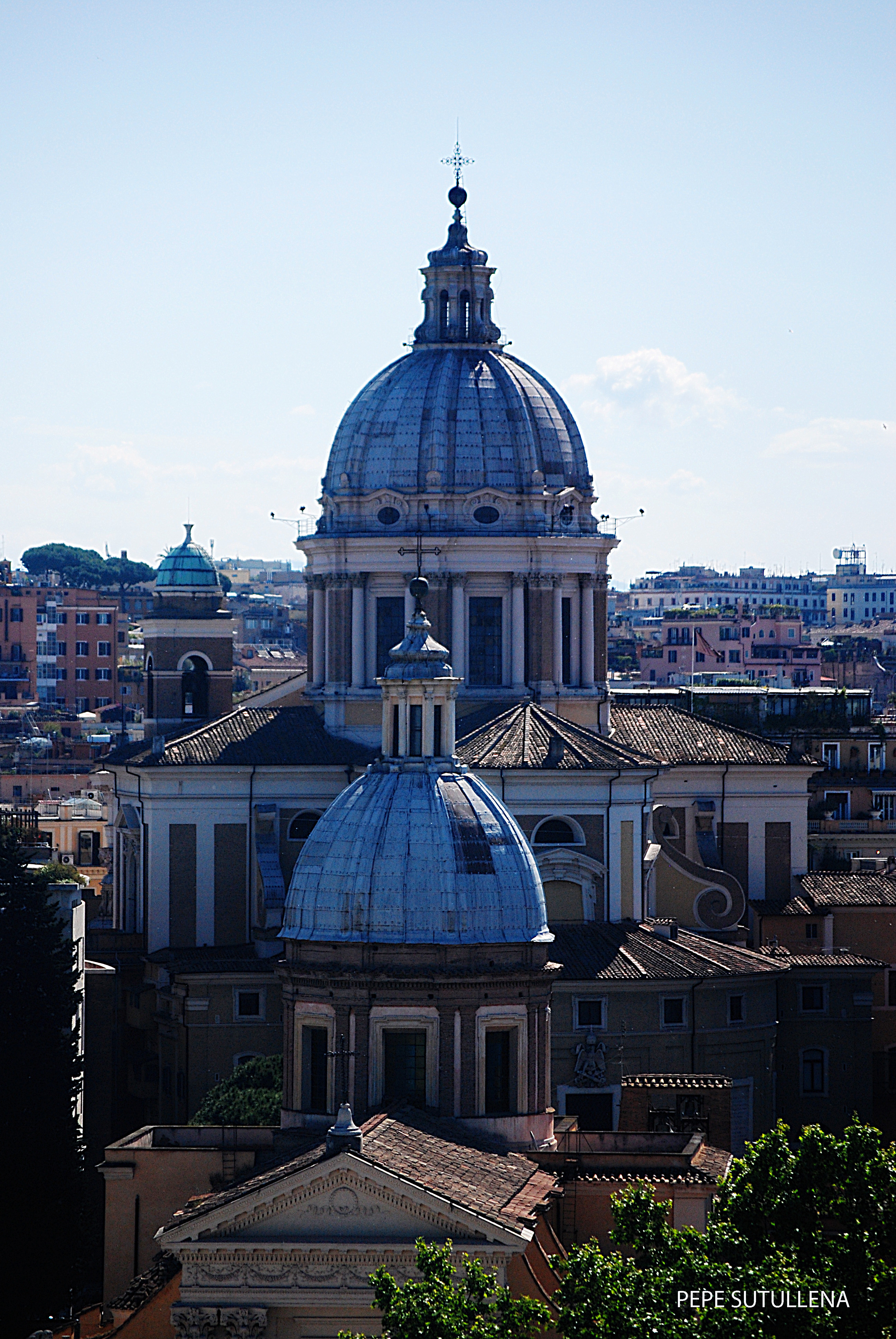 Cúpulas de San Rocco (Pequeña) y San Carlo al Corso (Grande)