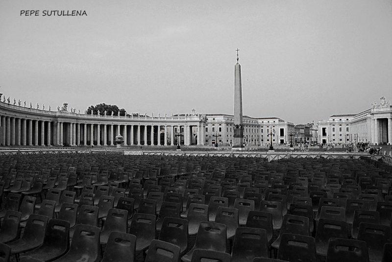 Multitud vacía Plaza de San Pedro del Vaticano