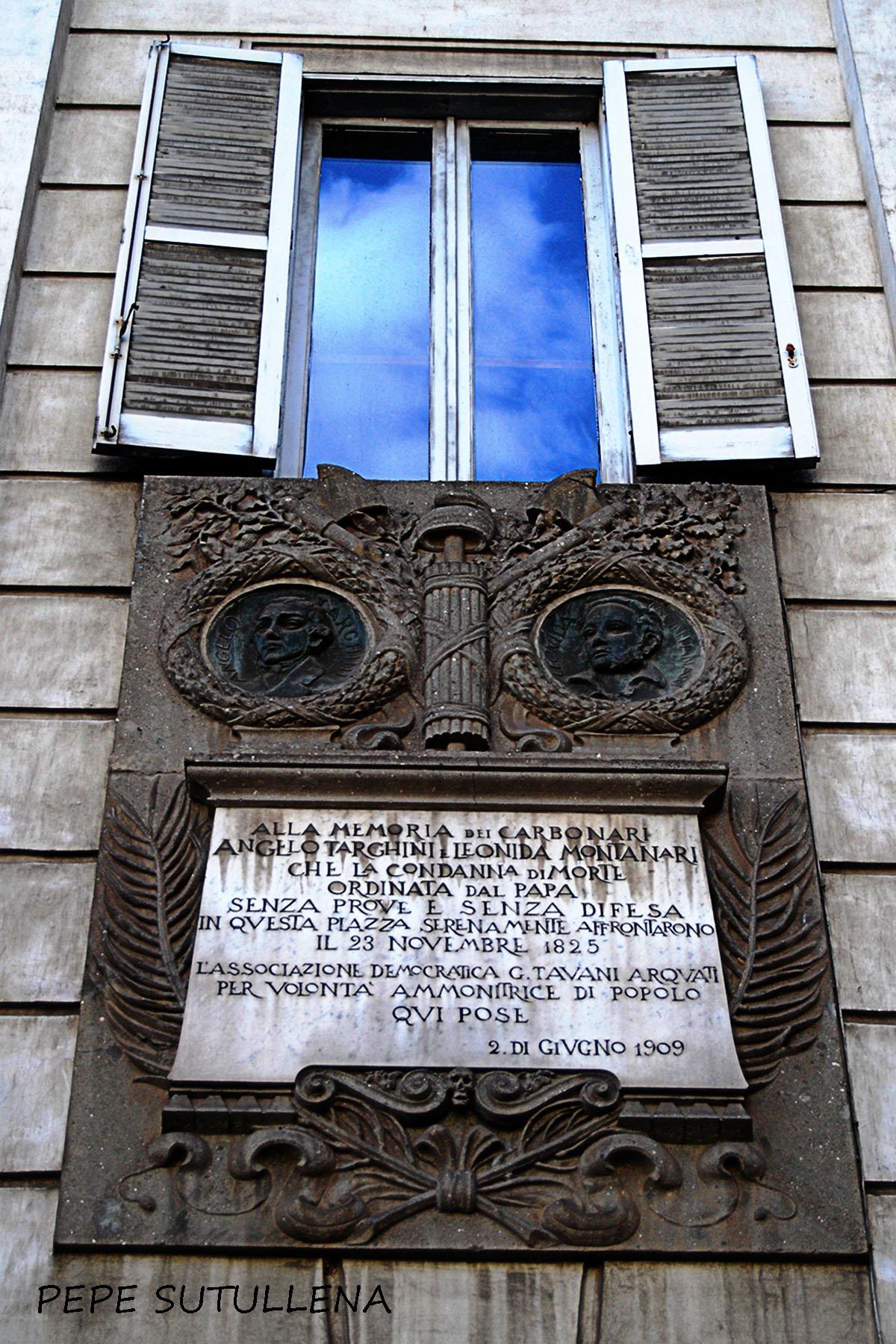Placa conmemorativa de los carbonaros ajusticiados en Piazza del Popolo