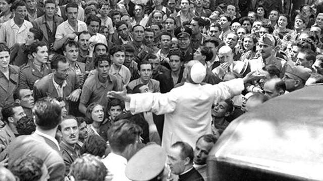 Paulo VI en una escena tras el bombardeo