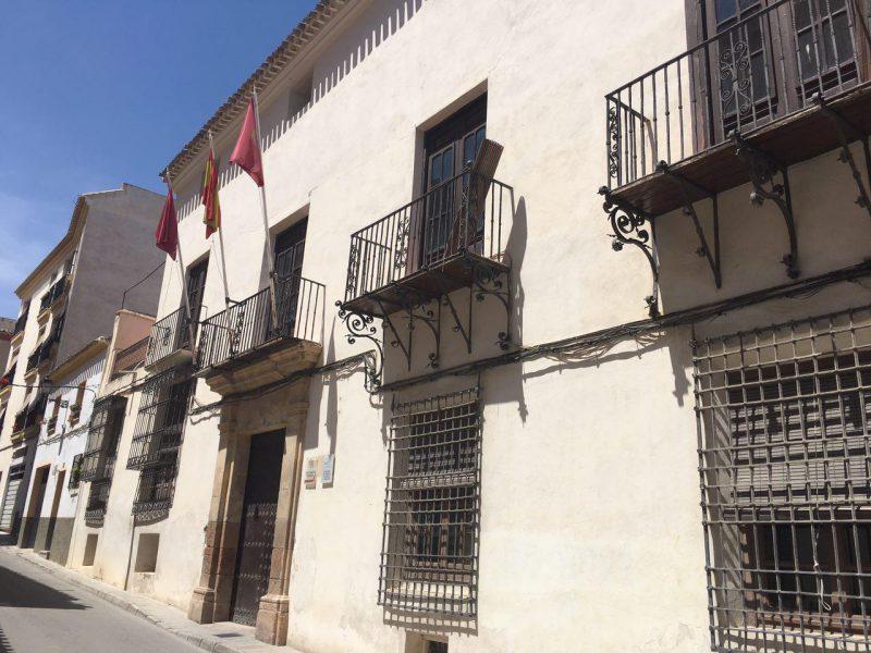 """El Alcalde anuncia una """"cruzada"""" contra el cableado de las fachadas de los edificios"""