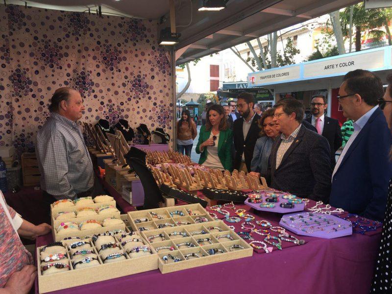 43 artesanos participan hasta el domingo en el 'XXVI Mercado de Artesanía' en Semana Santa