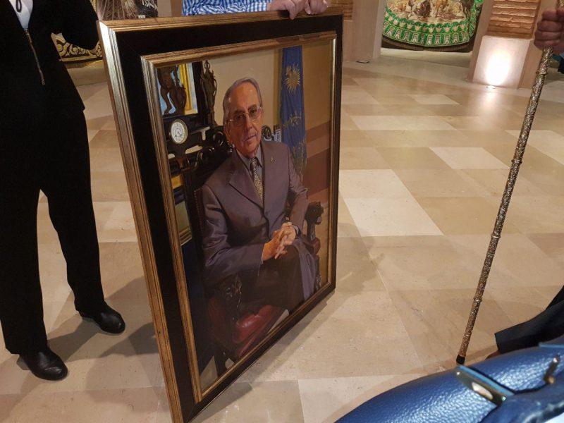 Castillo Navarro ya tiene su retrato en la Galería de los Presidentes 'azules' en el MASS