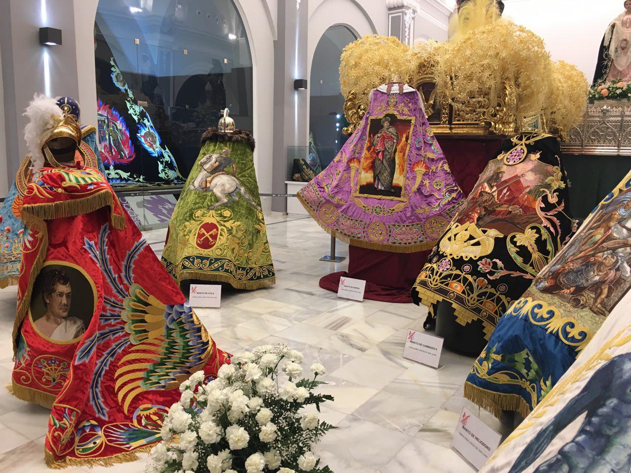 Más de 50.000 horas de bordado invertidas en la nueva Caballería de la Visión de San Juan