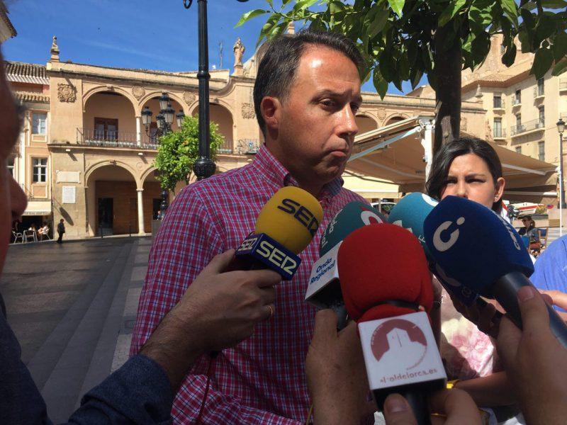 Primera toma de contacto del Alcalde con los portavoces de los grupos de la oposición