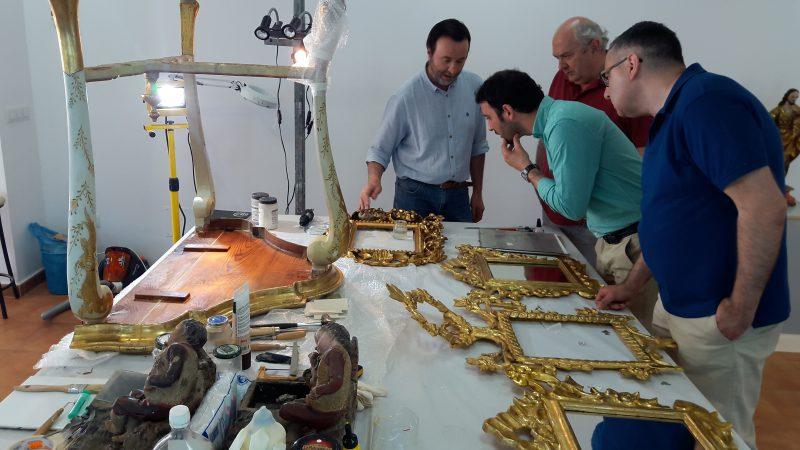 Recuperados muebles, pinturas y lámparas originales del Salón Amarillo del Palacio de Guevara