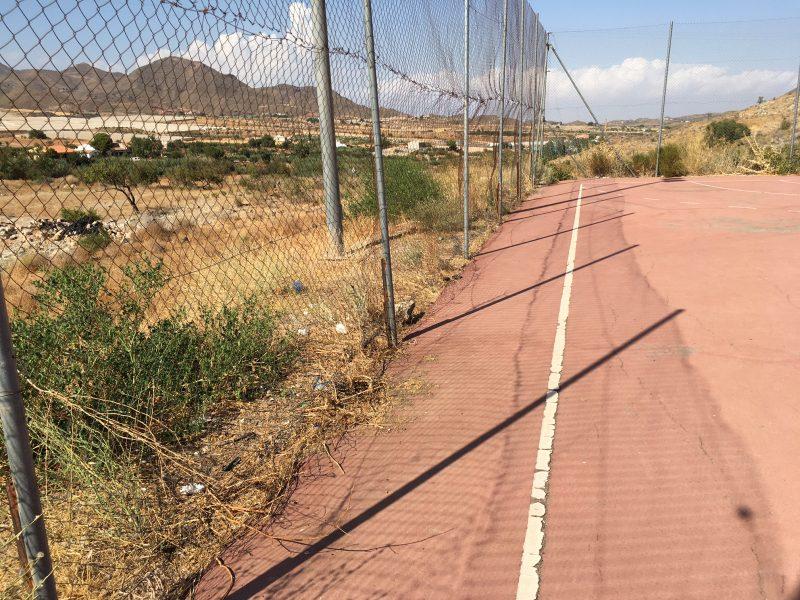 """El PSOE denuncia el estado de la pista polideportiva de Morata, """"abandonada desde su inauguración"""""""