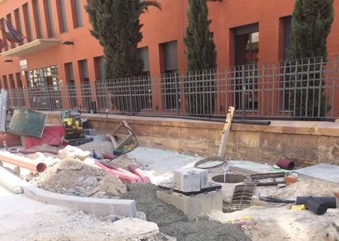 """Reclaman """"más seguridad"""" en las zonas de paso de escolares en Juan Carlos I afectadas por las obras"""