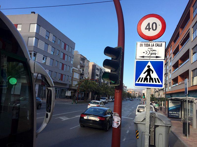 """LorcaBiciudad ya advirtió que el aumento del carriles de algunas avenidas """"invitaría a correr"""""""
