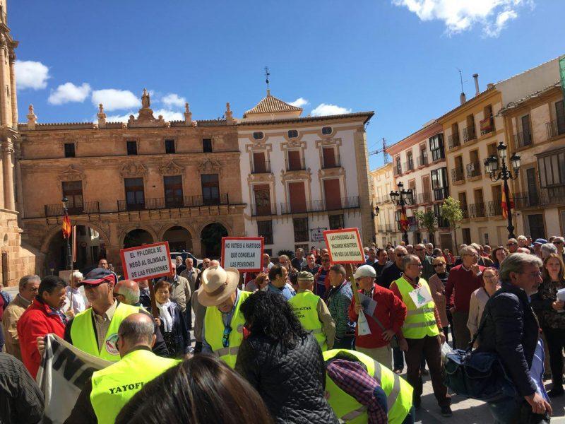 Los lorquinos muestran su apoyo a la defensa de un sistema público de pensiones