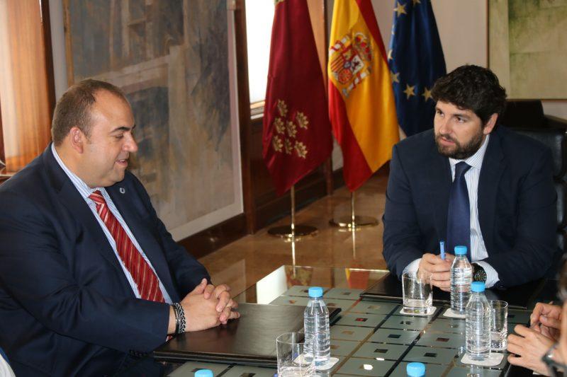 López Miras recibe al presidente de la Cámara de Comercio de Lorca y a su junta directiva