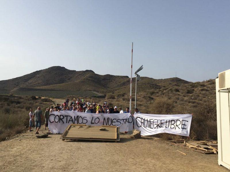 """Vecinos de Ramonete se manifiestan en contra de """"la privatización de las playas"""""""