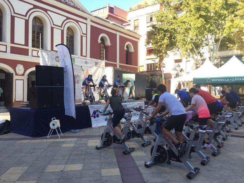 El 'Fitness Day' convierte la Plaza de Calderón en un gimnasio al aire libre