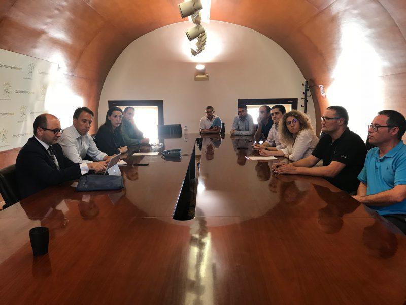 """Encuentro con el Comité de Empresa de Coopbox """"para buscar nuevas vías para el mantenimiento de esta industria"""""""