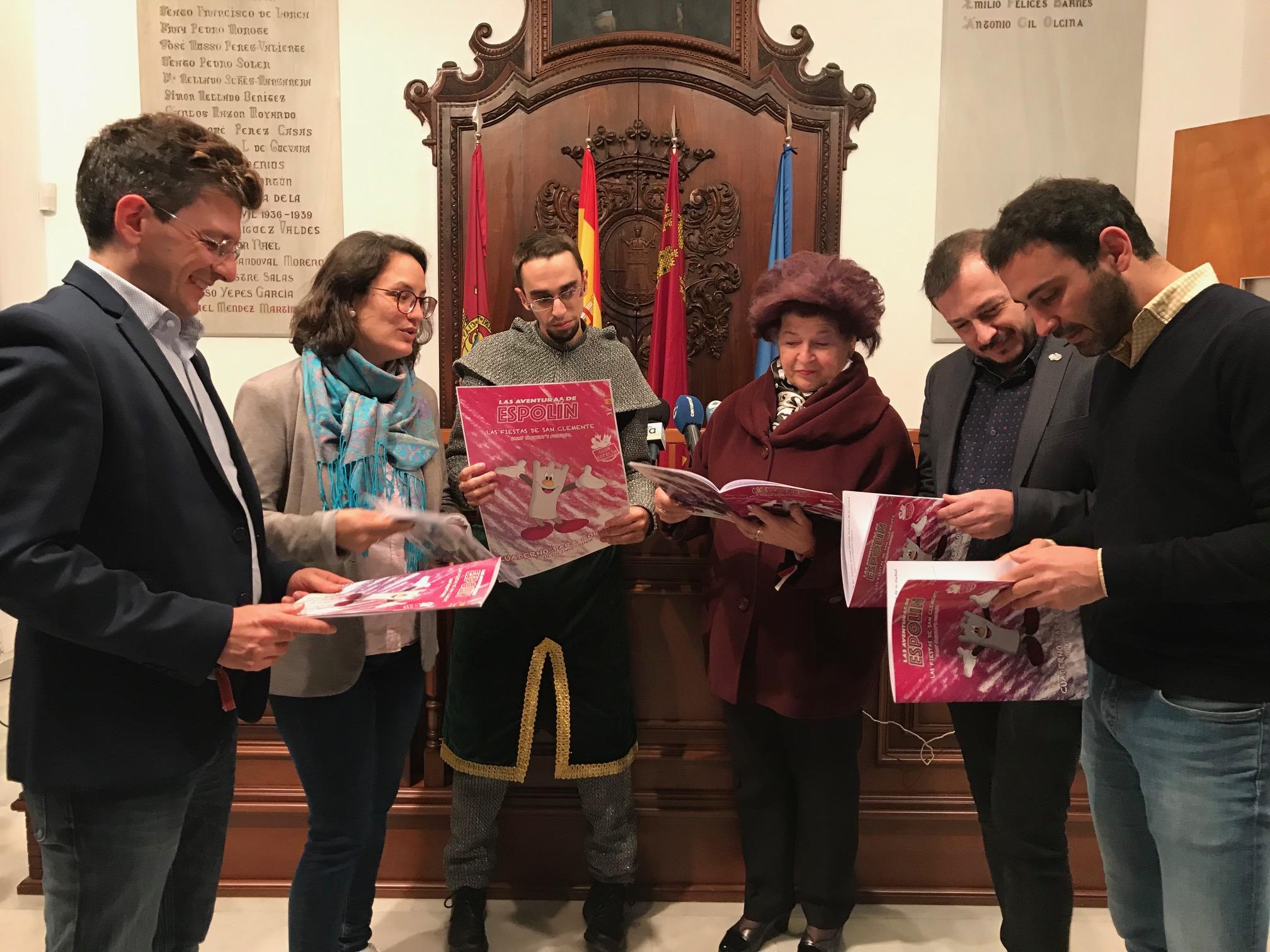 Espolín, la mascota del futuro ciuFRONT, enseñará a los más pequeños las tradiciones y el patrimonio de Lorca