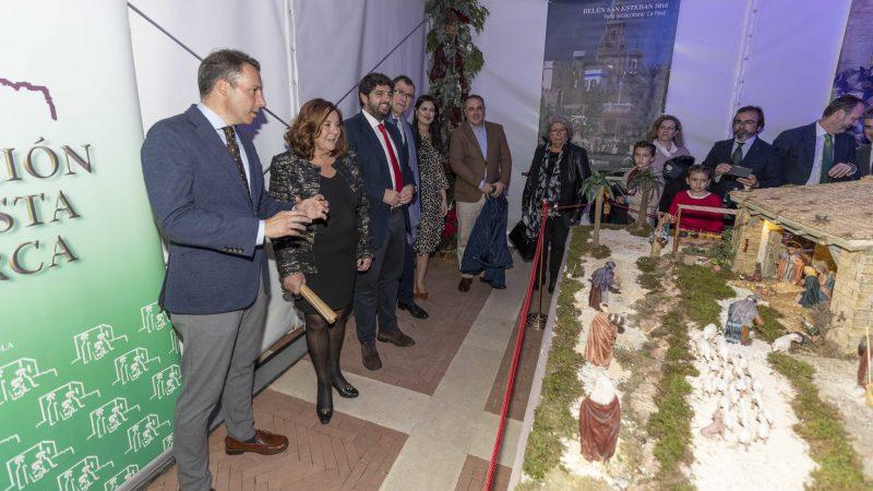 """Un belén con """"sello lorquino"""" lucirá hasta el 5 de enero en el Palacio de San Esteban"""
