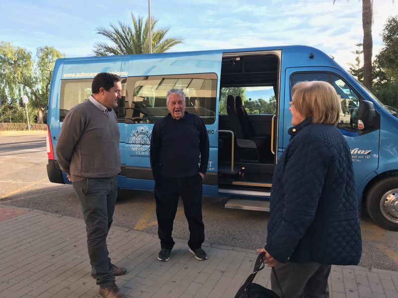 Entra en funcionamiento la línea de bus entre el Artés Carrasco y el Rafael Méndez