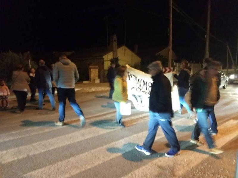 """Los vecinos del camino Marín protestan """"por la paralización de las obras"""" de regeneración"""