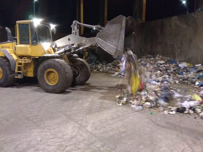 Encuentran dos fardos de hachís mientras trataban la basura en el Centro de Gestión de Residuos