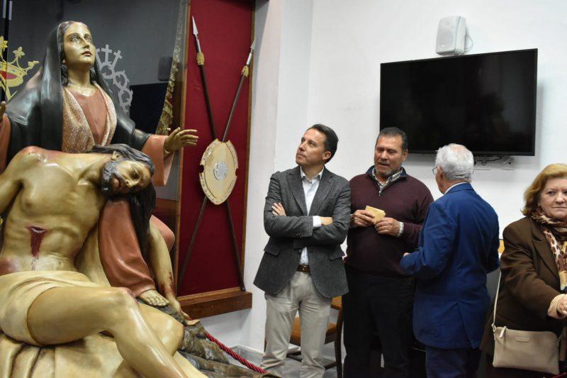 Alumnos del taller municipal de conservación completan la restauración de la Virgen de la Piedad