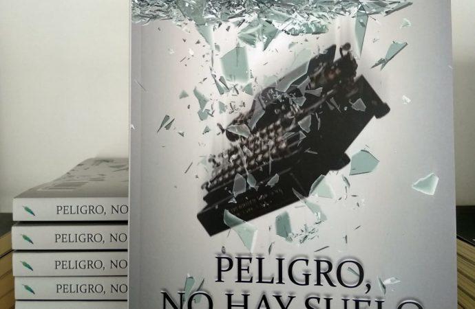 El periodista Antonio Marcelo Beltrán presenta 'Peligro, no hay suelo' en la Feria del Libro de Murcia